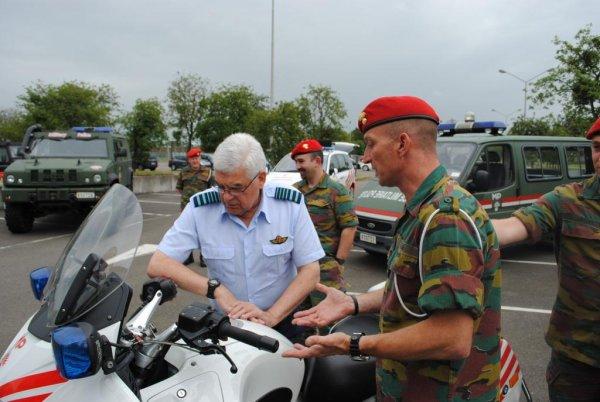 Visite du Chef de la Défense belge le Général Aviateur Van Caelenberge le 24 Jun 13
