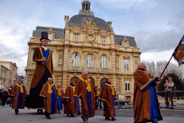 Histoire de la mairie de Tourcoing classé monument historique et la Halle échevinale du XVIe siècle