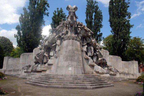 Monument aux morts de la Guerre 14-18  place de la victoire à Tourcoing.