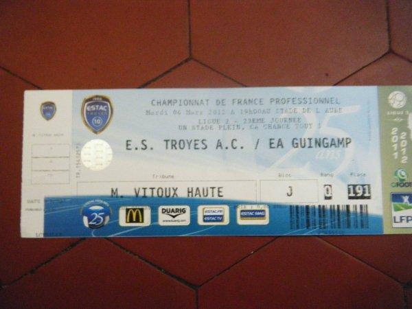 Maillot porté domicile Thiago saison 2011 2012 contre Guingamp lors de la 23ème journée.