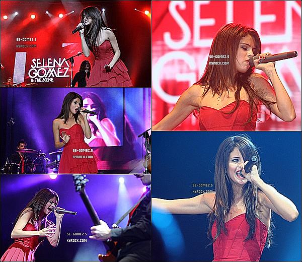 02 / 02 / 2011 - Selena était à un «Meet and Greet» à Chile . Elle a aussi donné un concert à Santiago,Chile .