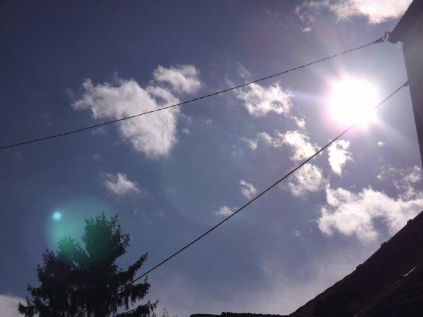 Le ciel bleu et le soleil ^^
