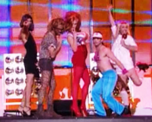 "Les ""Spice Girls"" rencontrent les Take That à Paris !"