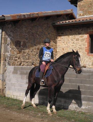 Pour le week-end de pâques 2010, elle est revenue et m'a amené à Roiffieux pour participer à une course d'endurance de 20 KM. J'étais un peu stressé, je ne savais pas à quoi je devais m'attendre et c'était la première fois qu'elle se trouvait sur mon dos.