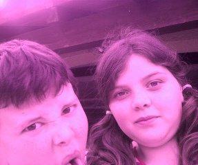 Enfin voici mon frére x) et ma soeur :)