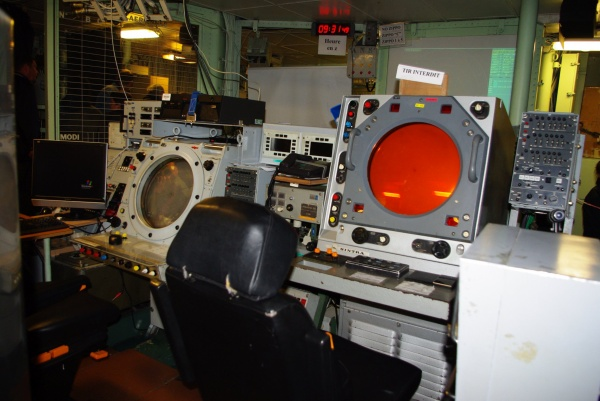 postes radar au central opération sur la Jeanne d' Arc