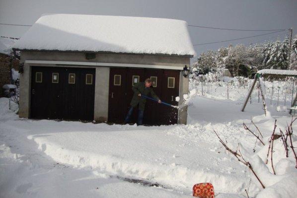 je n'étais pas seule à deblayer la  neige