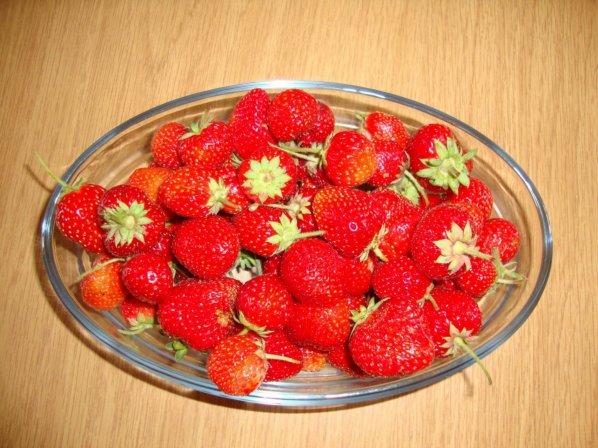 fraises et prunes, poires  desserts du moment