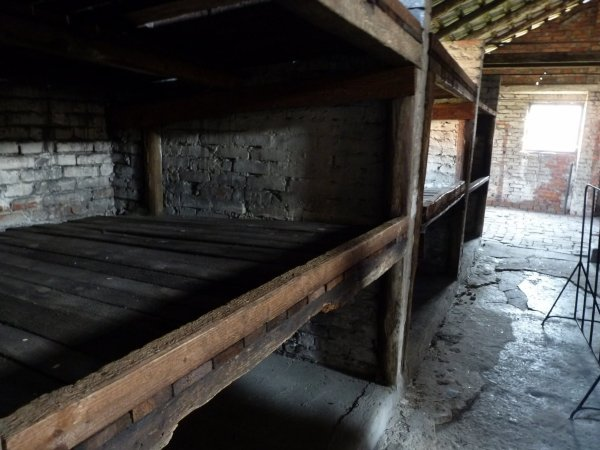 Auschwitz  notre voyage --les blocks bois ou briques