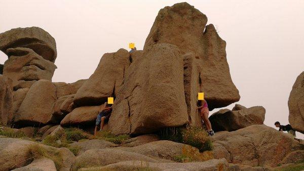 rochers de granit rose et  rochers de granit gris