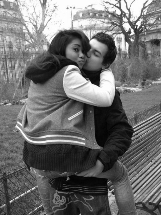 •๋●chaque jour , le courage de supporter mes crises , mon humeur lunatique , le calme que tu arrives à m'apporter. Bientôt 1an écoulé , qui aurait cru , qui aurait su , qu'on tiendrait le coup . Finalement , le temps passe à une vitesse folle dans tes bras , et mon amour chaque jour ne fait que se multiplier.•๋●