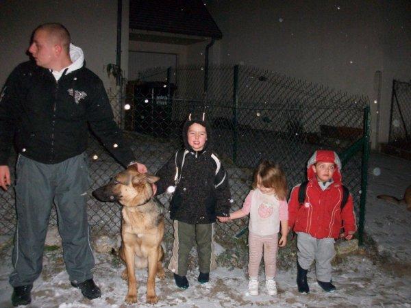 nous trois avec papa  et notre chien volcan