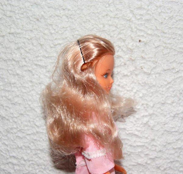 Une poupée Bella plus en détail