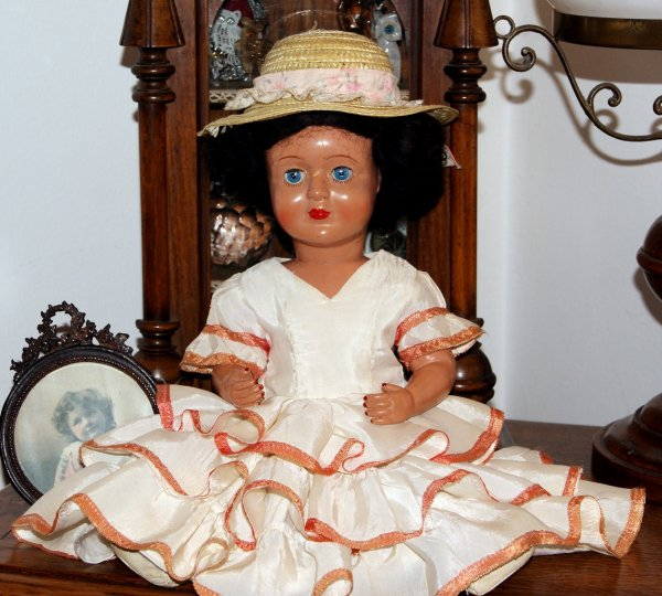 Petite poupée en composition