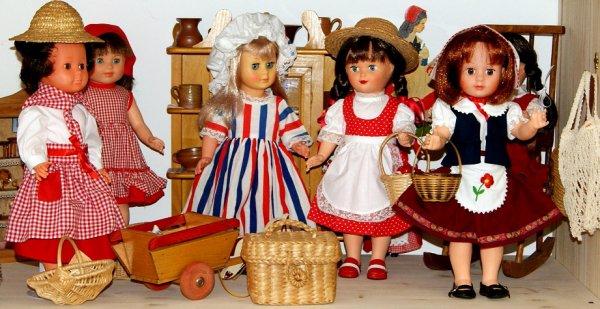 Marie-Françoise prépare le 14 juillet avec ses amies