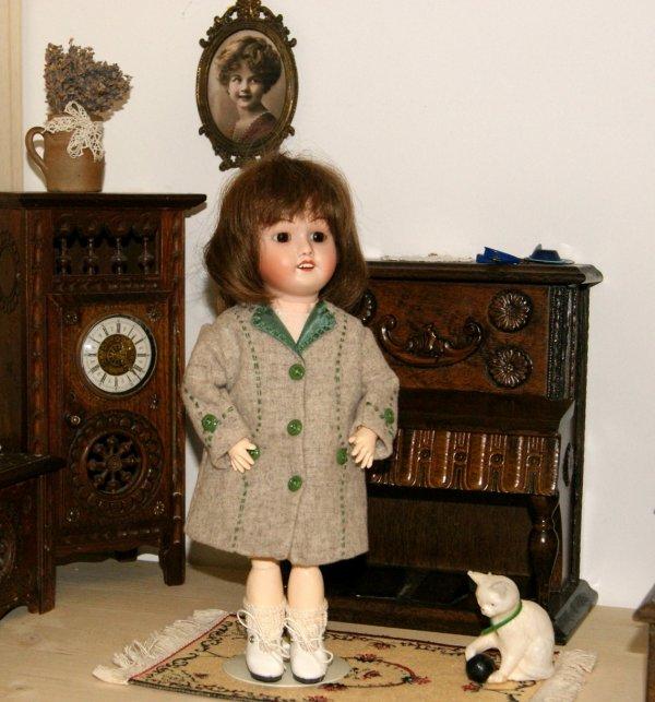 Bleuette et son nouveau manteau