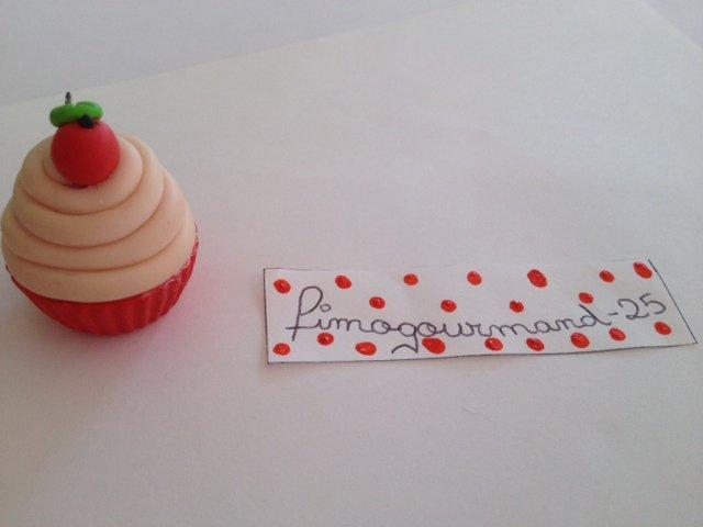 Mon premier cupcake ( pendentif ou charme ) à la pomme