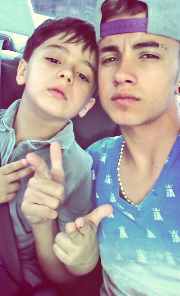 Posey avec le petit frère :)