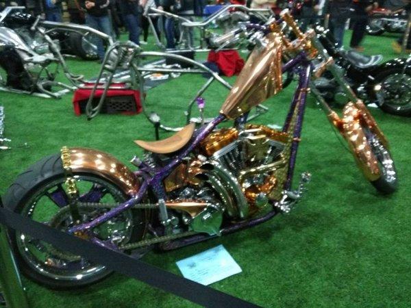 belle  moto que j'ai pris  en photo au  bike tattoo l'année  passée