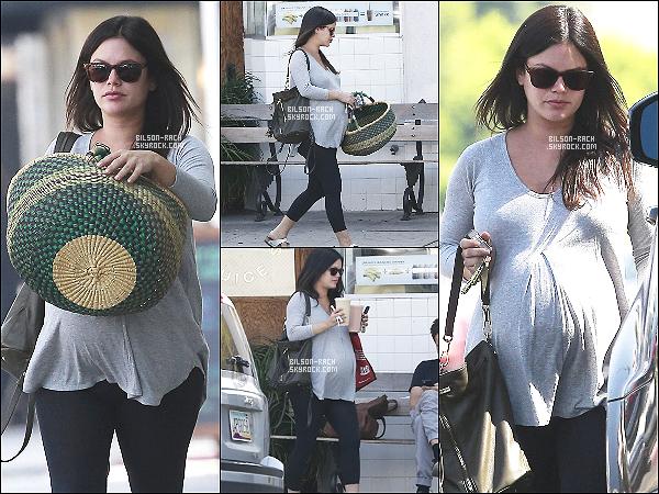 20.10.2014 - Rach' s'est arrêtée pour s'acheter un jus de fruit après une petite visite médicale dans West Hollywood.