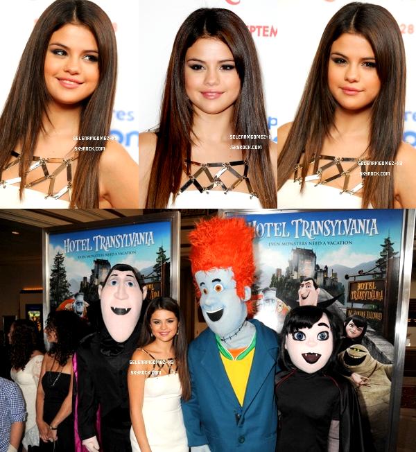 21 septembre 2012 : Selena à l'Avant-Première.    Notre belle Sel était présente lors de l'Avant-Première du dessin animé Hotel Transylvania à Los Angeles. Selena était dans une magnifique robe blanche !