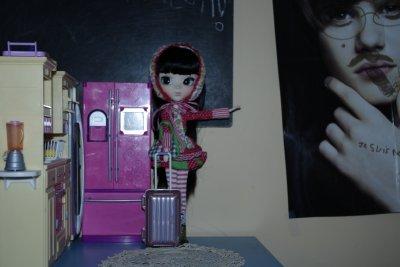 je l'ai ressue elle découvre la dollz house