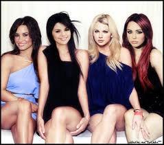 Miley,Taylor,Demi et Selena