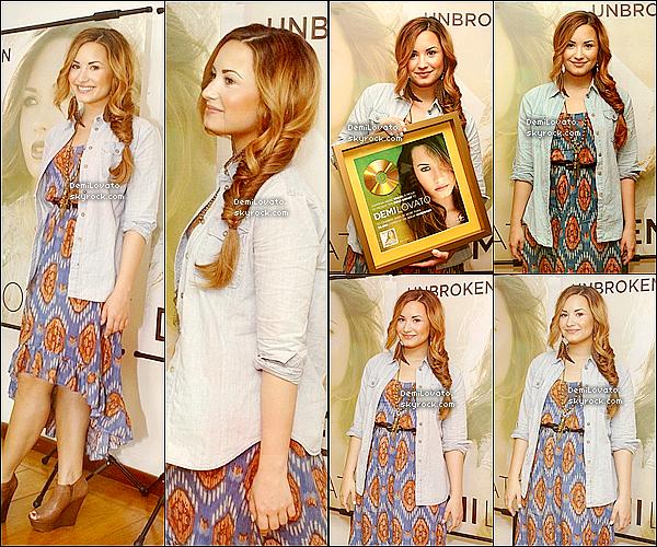 Le 19 avril la belle se trouvait dans une conférence de presse ou des fans l'ont rencontrer !