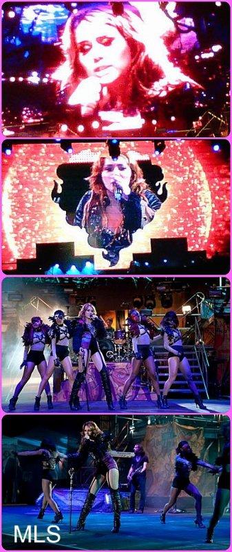 Miley sa tournée commence.