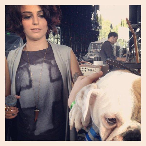 Nouvelle photos de Cher provenant de son Twitter :) Désolée j'ai étais absente pendant un petit moment !!