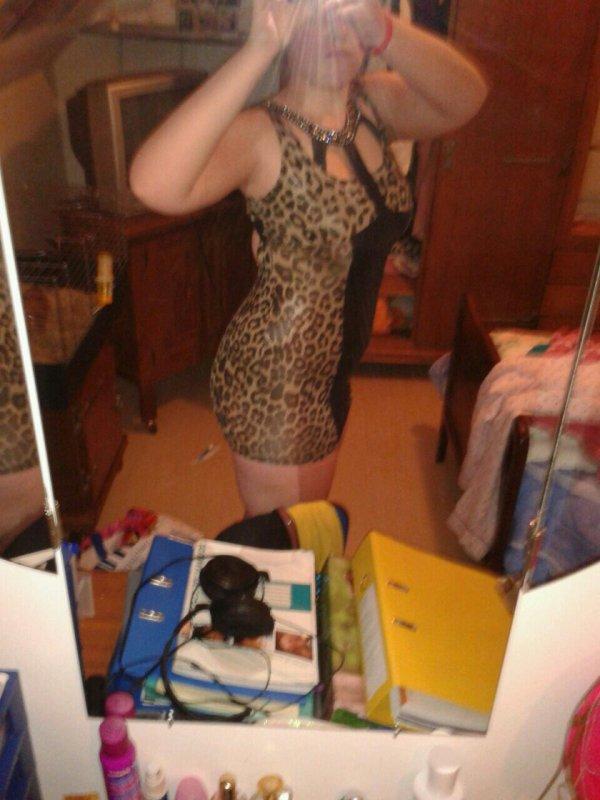 Me voila avec ma nouvelle robe qui pour me l enlever?