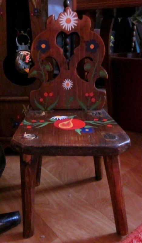 Ancienne chaise de poupée