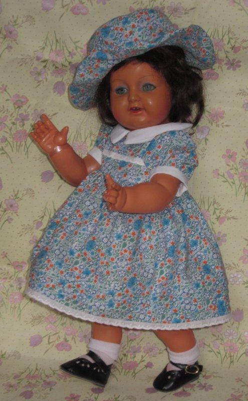 Deux magnifiques petites poupées anciennes en celluloid