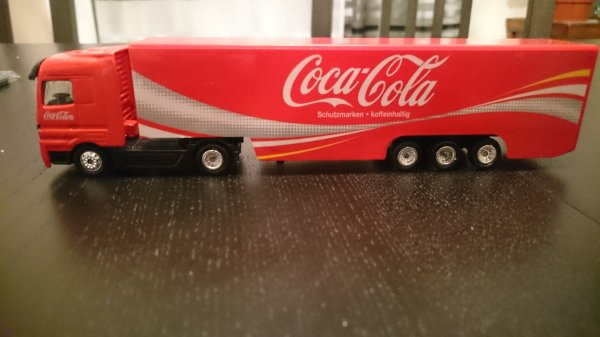 encore un cadeau de ma femme: camion coca cola HO