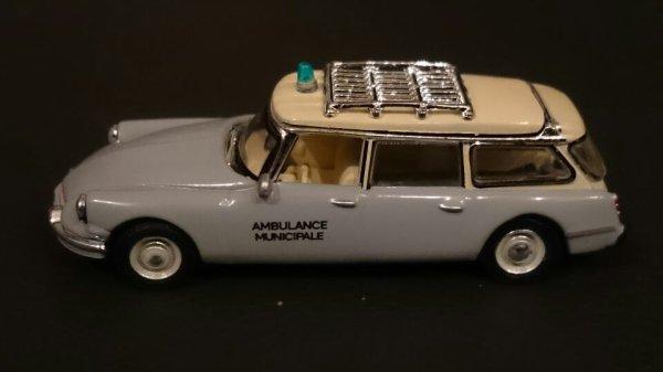 La ds ambulance sera présente au rassemblement des voitures historiques de la ville du réseau