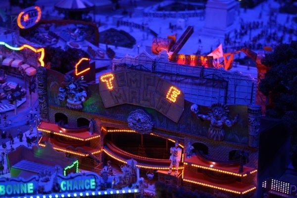 suite du reportage à Mini World Lyon : la fête foraine (1.0)