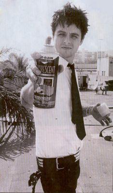 Billie Joe Armstrong ~ 40 balais et pas une ride . Classe .