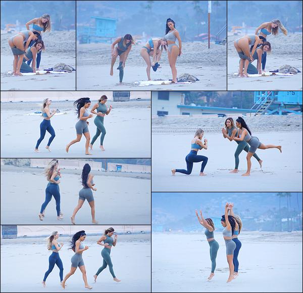 - -• 11/07/18-' : Kim Kardashian-West a été aperçue avec ses amies faisant une séance de sport à la plage de Los Angeles.La jolie brune sait s'entourer et bénéficie donc, d'une séance de sport en compagnie du coach sportif le plus populaire sur Instagram, Amanda Elise Lee ! -
