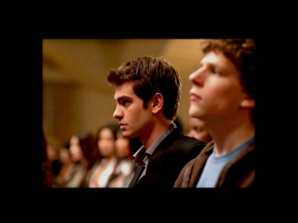 21.10.10...........................THE SOCIAL NETWORK: I haven't talk about movies in a while, this is the last one I've seen, I liked it and I have now a huge crush on Andrew Garfield, it was good don't get me wrong but I don't really understand the fuss about it.