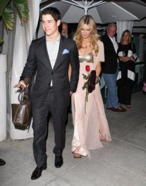 # Nick Jonas en couple mais avec qui va t-il le mieux? #