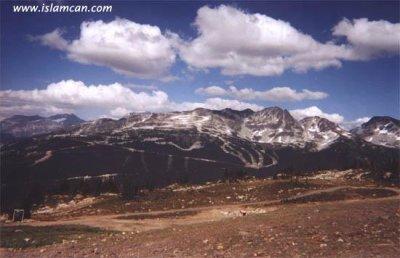 Le nom d'Allah a trouvé sur des montagnes de Whistler en Colombie britannique, Canada