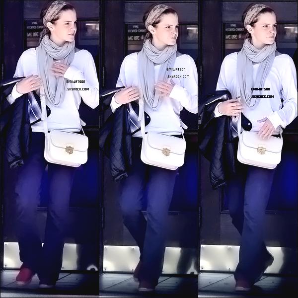 *   30/07/11; Emma et deux amis, allaient au cinéma de Santa Monica. ____ FLOP  *