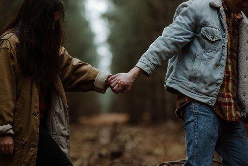 Et je nous imagine, toi et moi, marchant main dans la main, les yeux rivés sur l'horizon et le monde à nos pieds. 💫