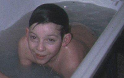 Vido Louise, toute nue la tl pour trouver son Adam