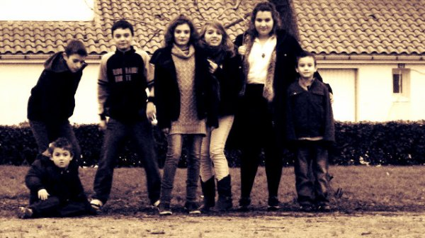 Pas besoin de passer sur TF1 pour prouver que j'ai une famille en or , Dans ma tête c'est comme sur W9 c'est ma famille d'abord ♥