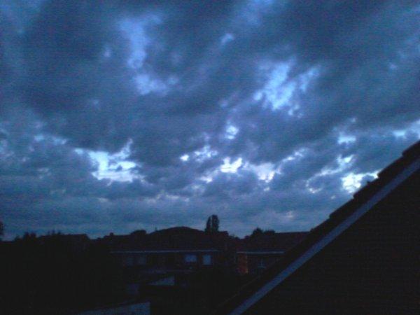 ciel de nuit orageux