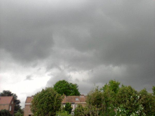 matin orageux ciel gris nuageux