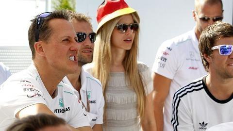F1 : GP CANADA : Un peu de Foot pour Schumi et Nico Rosberg