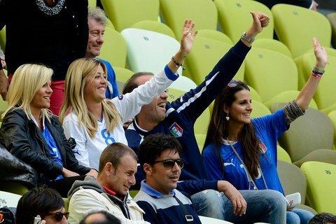 Football : EURO 2012 : Espagne - Italie : les Wags Italiennes