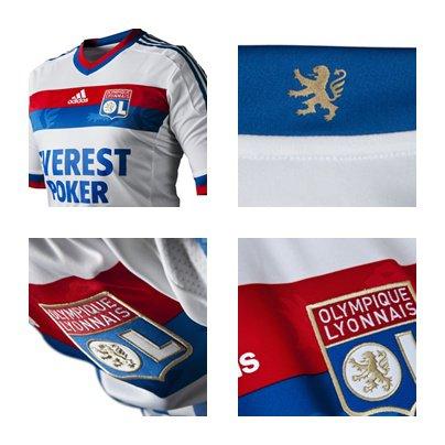 -> maillot de la saison 2011/2012